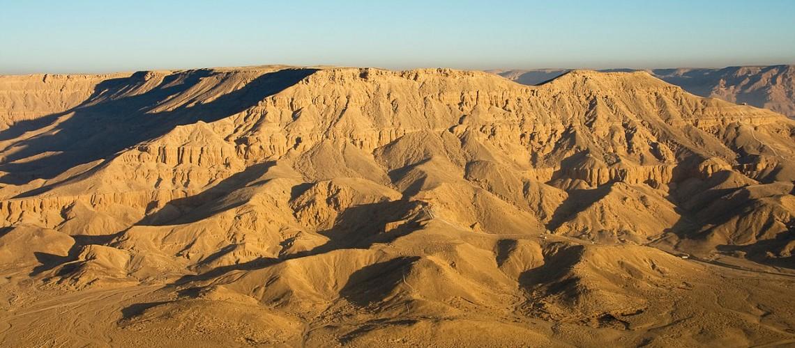 1280px-egypte28099s_desert_mountains_2009a-1140x500