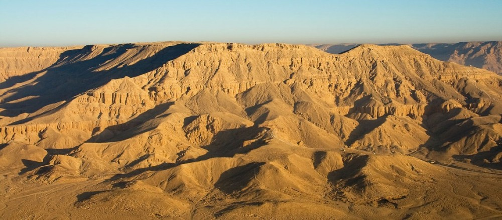 1280px-egypte28099s_desert_mountains_2009a-1140x500