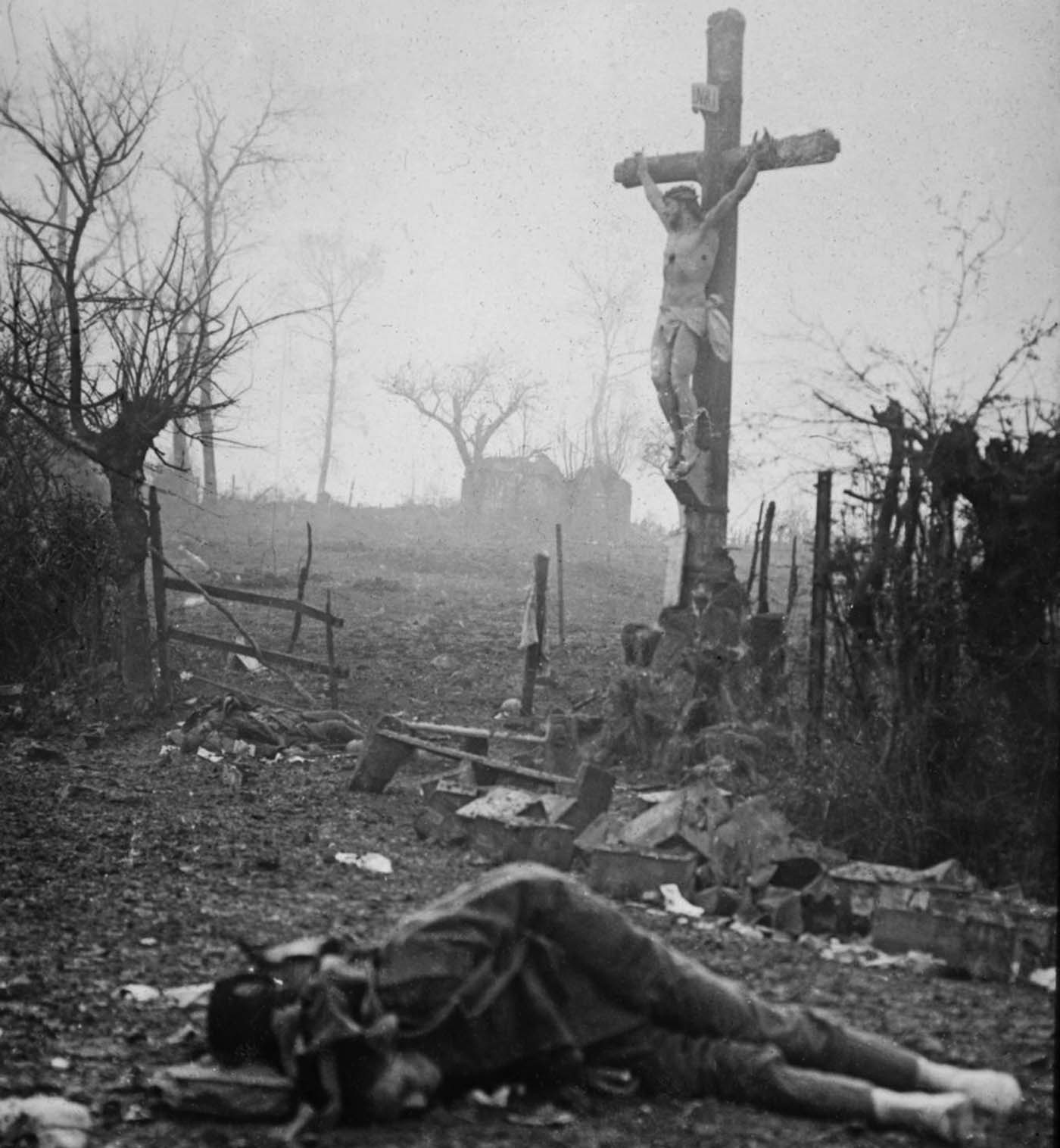 Walter Kleinfeldt's album showing the aftermath of a skirmish during the Battle of Somme, 1916 (7).jpg